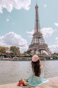 Франция Париж фото на фоне башни