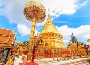 Монастырь Ват Пратхат Дой Сутхеп яркое фото
