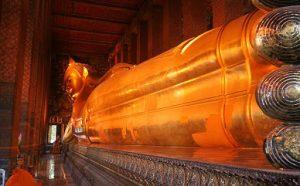 Храм лежачего Будды в Таиланде фото