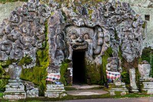Слоновая пещера на острове Бали фото