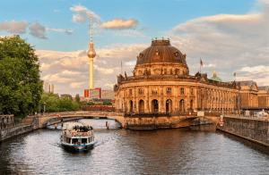 Музейный остров Берлина фото у реки