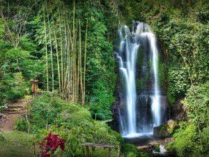 Водопад Мундук в Индонезии фото