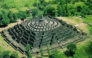 Храм Боробудур на острове Ява фото