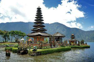 Озеро Братан на Бали фото
