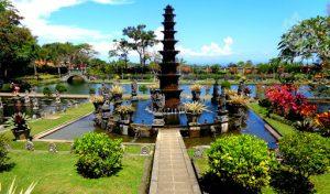Водный дворец Тиртаганга на Бали картинка