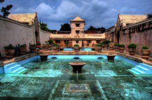 Водный замок Таман Сари фото