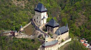 Замок Карлштейн красивое фото сверху