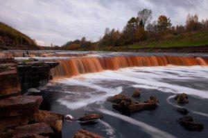 Тосненский водопад в Ленинградской области фото
