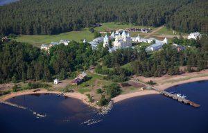 Остров Коневец в Ленинградской области фото