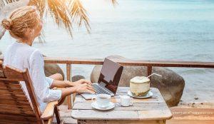 туристическая страховка на море с ноутбуком